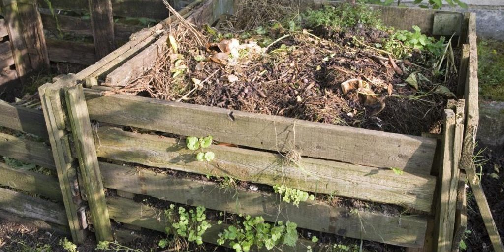 How To Start A Traditional Compost Pile In Your Yard